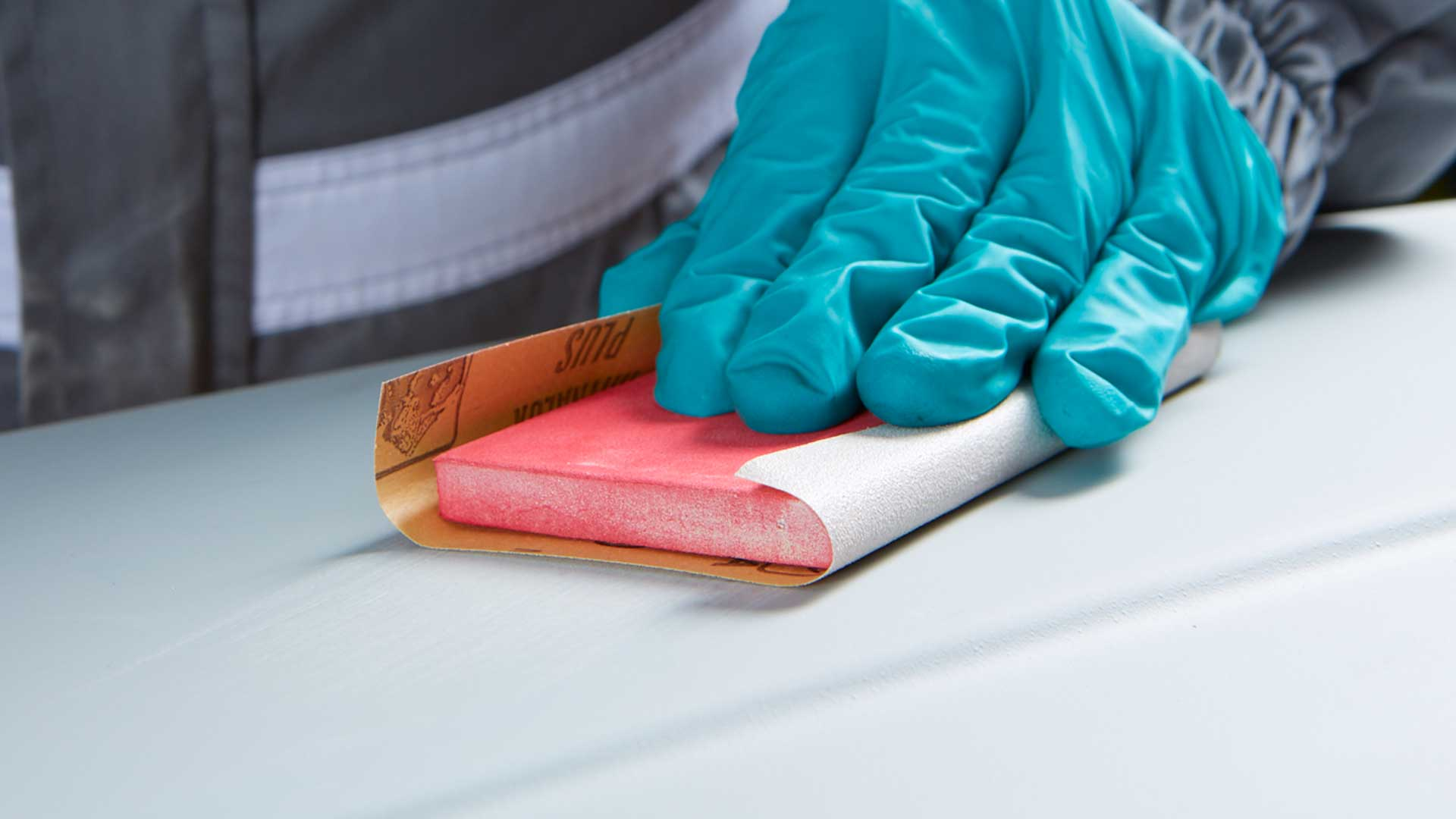 Abrasivos INDASA folha Rhynalox Plus Line a lixar superfície branca
